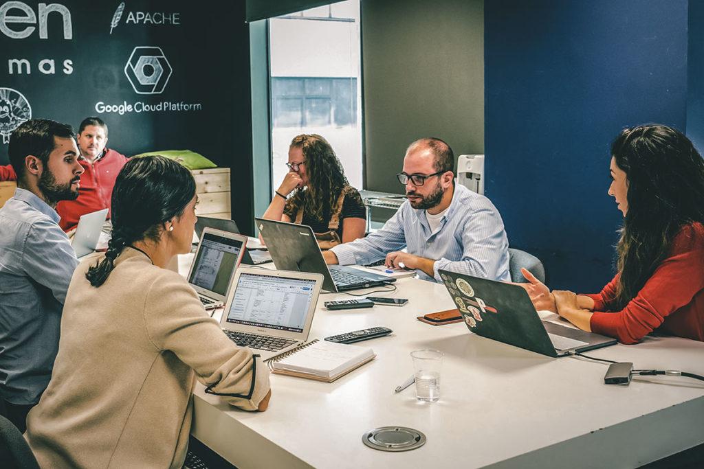 Reunión-de-negocios-para-financiación-de-startup-