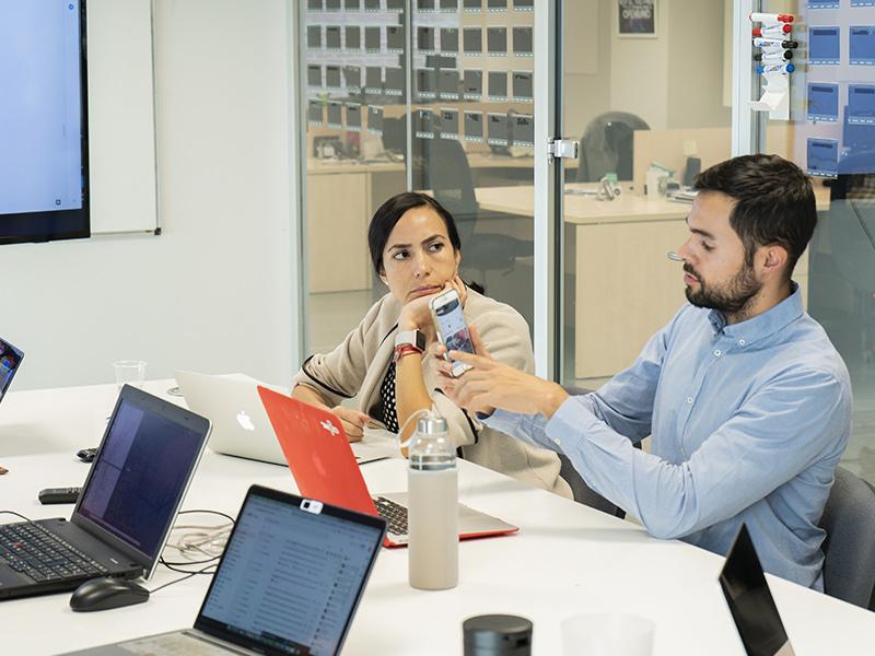 Emprendedores en reunión